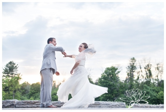 Gatineau-Golf-Club-Wedding-Stephanie-Beach-Photography-sunset-twirl-dance