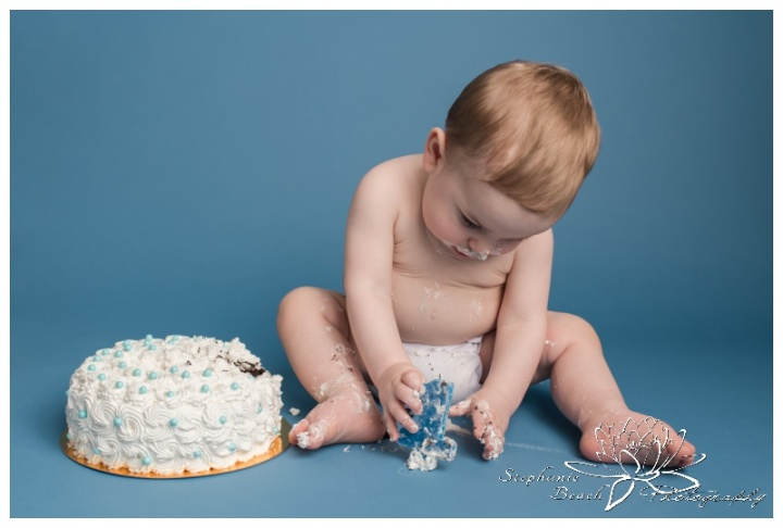 Ottawa-Studio-First-Year-Cake-Smash-Session-Stephanie-Beach-Photography