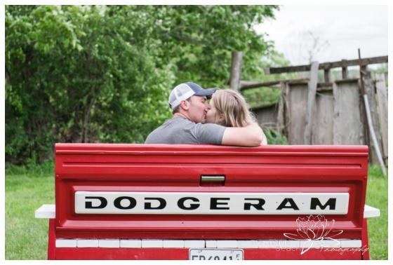 Farm-Engagement-Session-Ottawa-Kars-Stephanie-Beach-Photography